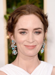 Emily Blunt accessorized with a pair of Lorraine Schwartz dangling flower earrings that were both whimsical luxuriously elegant.