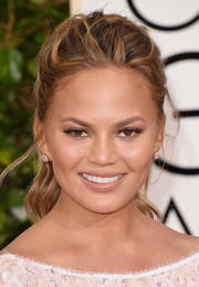 Chrissy Teigen didn't need much more than this messy ponytail to look oh-so-gorgeous at the Golden Globes.