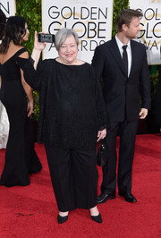 Kathy Bates was on the casual side in a black tunic and a pair of slacks during the Golden Globes.