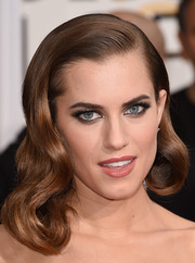 Allison Williams looked like she just stepped out of Old Hollywood with her perfectly sculpted retro waves.