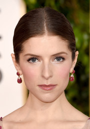 Anna Kendrick swept her hair tightly back into a classic center-parted bun for the Golden Globes.