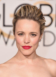 Rachel McAdams played up her pout with a sweep of red lipstick at the 2016 Golden Globes.