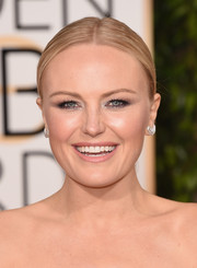 Malin Akerman opted for a natural pink lipstick at the 2016 Golden Globes.