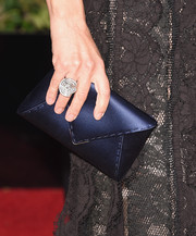 Julia Louis-Dreyfus showed off her dazzling jewelry by complementing it with her satin blue clutch at the 2016 Golden Globes Awards.