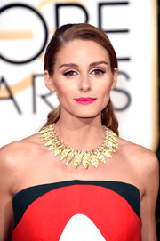 Olivia Palermo rocked hot pink lipstick at the 2016 Golden Globes.