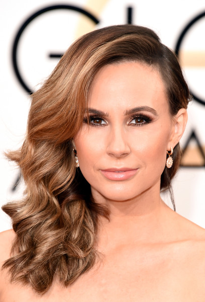 Keltie Knight glammed it up with this high-volume curly side sweep at the Golden Globes.