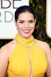 America Ferrera paired her sunny yellow gown with bright berry lipstick at the 2016 Golden Globes.