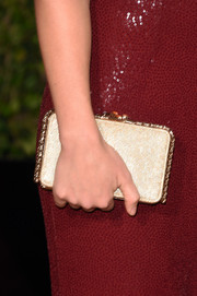 Olivia Wilde carried her gold box clutch with her at the 2016 Golden Globes Awards.