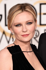 'Fargo' star Kirsten Dunst mirrored the drama of her sexy black velvet gown with smoky eye makeup.