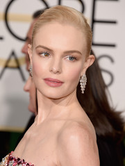 Kate Botler look fresh-faced and gorgeous in subtle makeup at the 2016 Golden Globe Awards.