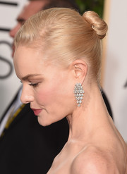 Kate Bosworth sported a simple, classic bun at the Golden Globes.