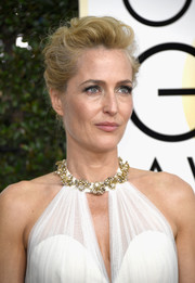 Gillian Anderson rocked a messy-glam updo at the Golden Globes.