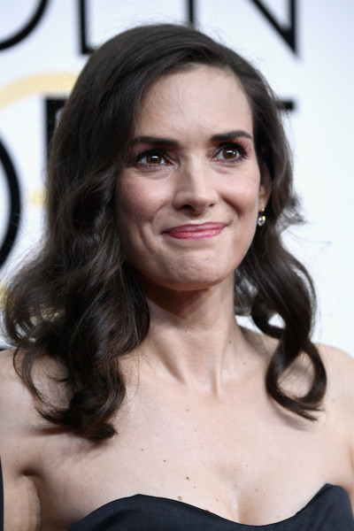 Winona Ryder looked sweet with her curly hairstyle at the Golden Globes.
