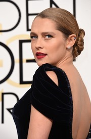 Teresa Palmer slicked her hair back into twisted bun for the Golden Globes.