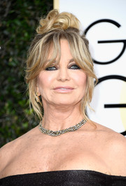 Goldie Hawn looked cool and glam with her messy knot at the Golden Globes.