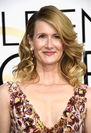 Laura Dern got all prettied up with this curly hairstyle for the Golden Globes.