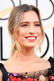 Renee Bargh kept it relaxed with this loose ponytail at the Golden Globes.