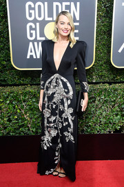 Margot Robbie coordinated her dress with a bejeweled satin clutch by Roger Vivier.
