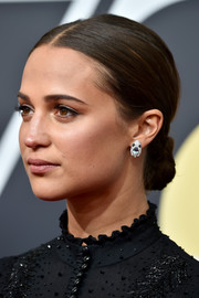 Alicia Vikander slicked her hair back into a ladylike chignon for the 2018 Golden Globes.
