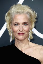 Gillian Anderson looked oh-so-cool with her tousled blonde locks at the 2018 Golden Globes.