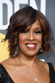 Gayle King looked glam with her short waves at the 2018 Golden Globe Awards.