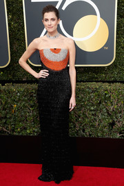Allison Williams looked fab wearing this Armani Prive strapless column dress, in black with pops of orange and silver on the bodice, at the 2018 Golden Globes.