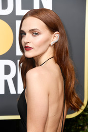 Madeline Brewer wore her hair loose with a center part and barely-there waves at the 2018 Golden Globes.