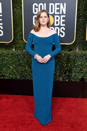 Amy Adams was all about minimalist elegance in this off-the-shoulder blue column dress by Calvin Klein at the 2019 Golden Globes.