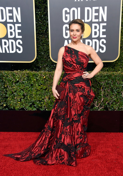 Alyssa Milano glammed up in a red and black one-shoulder gown by Cristina Ottaviano for the 2019 Golden Globes.