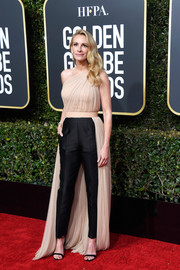 Julia Roberts teamed her top with simple black trousers.