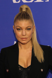 Fergie pulled her tresses up into a high ponytail for the Two Ten Footwear Foundation dinner.