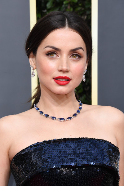 Ana de Armas complemented her navy gown with a gorgeous sapphire necklace by Tiffany & Co.