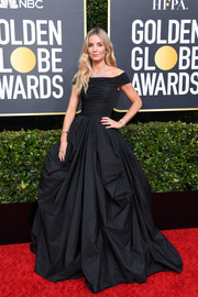 Annabelle Wallis was classic and glam in a black off-the-shoulder ballgown by Zuhair Murad at the 2020 Golden Globes.