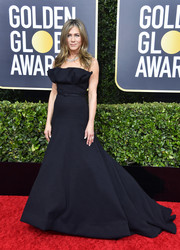 Jennifer Aniston looked simply elegant in a strapless black ballgown by Dior Couture at the 2020 Golden Globes.