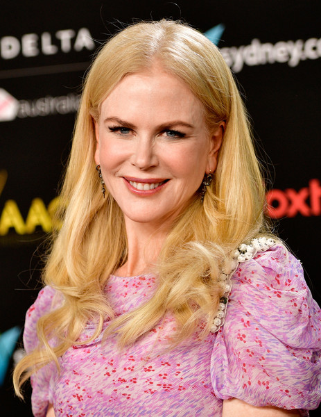 Nicole Kidman sported a long center-parted hairstyle with curly ends at the AACTA International Awards.