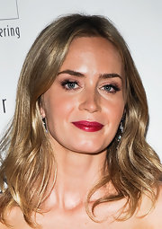 Emily Blunt chose a rich rosy pink lipstick for her beauty look at 'Freeing Voices, Changing Lives.'