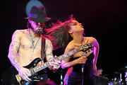 Dave opted to forgo a shirt while he hit the stage to perform with Juliette Lewis wearing a classic suede dress hat.