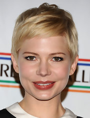 Michelle Williams attended the 7th Annual Pre-Academy Awards Party wearing a glossy caramel-colored lipstick.