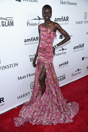 Alek Wek was a sight to behold in this flowy one-shoulder print gown at the amfAR Inspiration Gala.