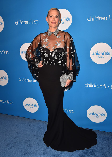 Molly Sims got majorly glam in a Rani Zakhem Couture fishtail gown with a star-motif bodice for the 2018 UNICEF Ball.