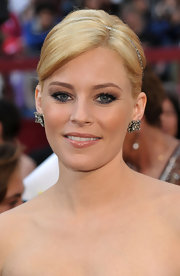 Elizabeth Banks added a pair of 19th Century diamond flower ear clips to her strapless Versace gown.