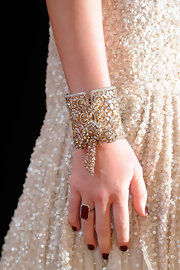 Miley wore a decadent ruby red cocktail ring to the Academy Awards.