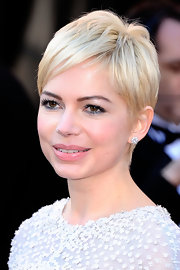 Michelle Williams completed her stunning look with diamond stud earrings.