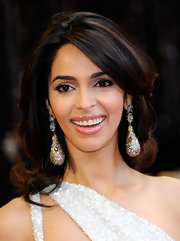 Mallika styled her shoulder-length locks into layered bouncy curls for the 2011 Academy Awards.