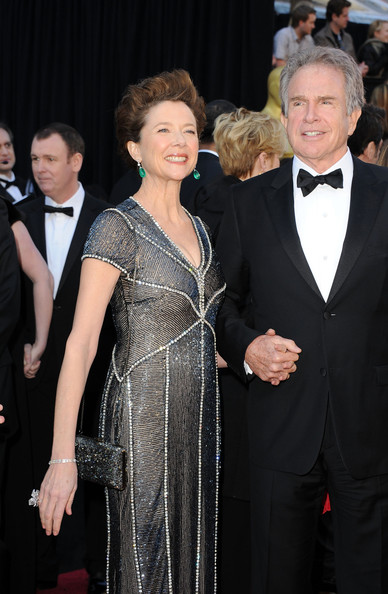 More Pics of Annette Bening Dangling Gemstone Earrings (1 of 26) - Annette Bening Lookbook - StyleBistro [suit,event,formal wear,carpet,premiere,hairstyle,fashion,dress,red carpet,flooring,arrivals,annette bening,warren beatty,california,hollywood,kodak theatre,annual academy awards]