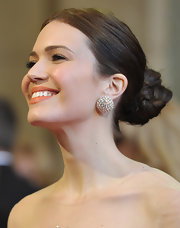 Many Moore rocked large diamond stud earrings at the 83rd annual Academy Awards.