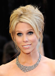 Cheryl Hines looked stunning on the red carpet in a sparkling statement necklace.