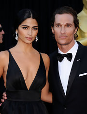 Camila Alves complemented her daring Oscar gown with dangling diamond and pearl earrings.