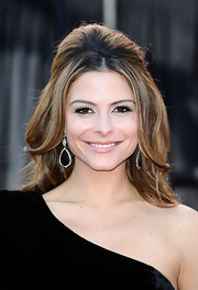 Maria Menounos paired her one0shoulder velvet dress with black onyx and diamond drop earrings.