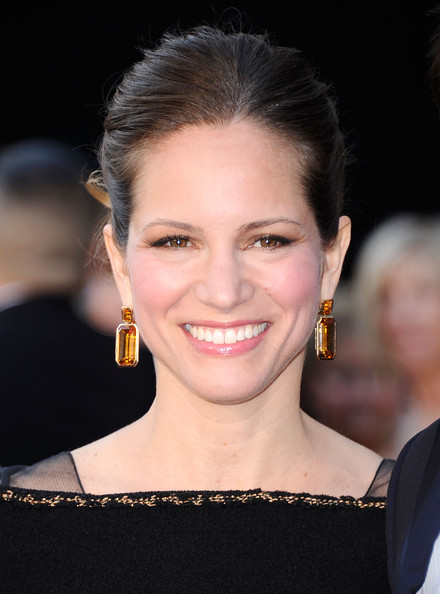 Susan Downey accentuated her gorgeous updo with a pair of dangling gemstone earrings at the Academy Awards.